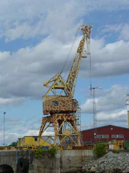 A giraffe crane